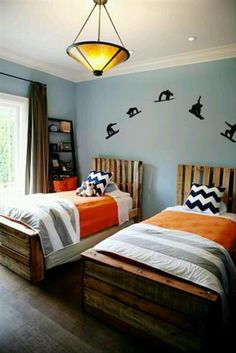 pallet beds/ boys room idea and wall decor would be perfect for our boys just make it a wake board instead of a snow board!