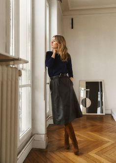 Idea and inspiration summer look trend 2017 Image Description leather skirt and suede knee boots - Mode Outfits, Skirt Outfits, Fall Outfits, Casual Outfits, Fashion Outfits, Dress Casual, Fashion Mode, Office Fashion, Work Fashion