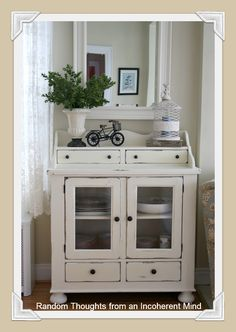 DIY Home Decor, look at these impressive arrangement solution now. A posting info number 2967892827 now. Cream Furniture, Shabby Chic Furniture, Painted Furniture, Furniture Makeover, Diy Furniture, Furniture Refinishing, White Distressed Furniture, Craft Room Design, Shabby Vintage
