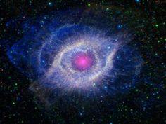 """Nebulosa Helix, conhecida como """"Olho de Deus"""", em fotografia registrada pela NASA"""