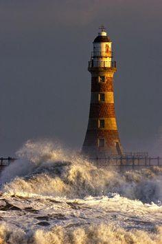 ✮ Waves Crashing Against A Lighthouse, Tyne And Wear, England