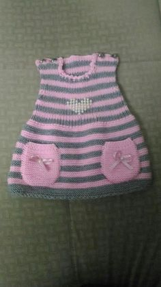 – Knitting patterns, knitting designs, knitting for beginners. Girls Knitted Dress, Knit Baby Dress, Knitted Baby Cardigan, Crochet Coat, Baby Booties Free Pattern, Knit Baby Booties, Diy Crafts Knitting, Easy Knitting, Baby Born Kleidung
