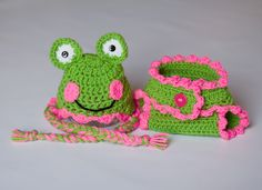Newborn Girl Frog Hat & Diaper Cover Set by VioletsPlayground