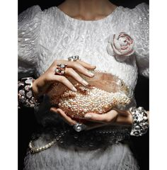 Chanel clutch (and dress & accessories) Vogue Paris Vogue Paris, Patrick Demarchelier, Natalia Vodianova, Victoria And Albert Museum, Cake Chanel, Chanel Clutch, Chanel Bags, Photography Tattoo, Wedding Photography