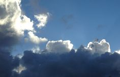 Pilvilinnatkin syntyvät pikkuhiljaa. Lenkkipoluille on ripoteltu näitä elämänilon hippusia. Pitää vain katsella ympärilleen sillä silmällä. | © Satuhetki