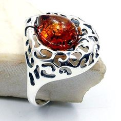 'Queen Bee' Sterling Silver Natural Baltic Amber Ring, Size 8.5