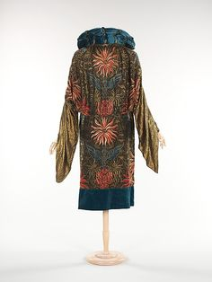 Evening coat (image 2) | Monari of Paris | French | 1930 | silk, metal | Brooklyn Museum Costume Collection at The Metropolitan Museum of Art | Accession Number: 2009.300.313
