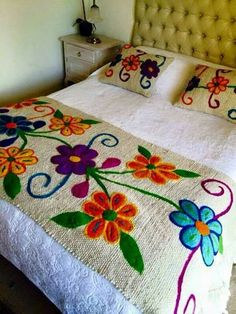 20 Color Embroidery Bed Wrap Cover and Pillow Models Mexican Embroidery, Crewel Embroidery, Cross Stitch Embroidery, Embroidery Patterns, Quilting, Wool Applique, Embroidered Flowers, Embroidered Bedding, Needlework