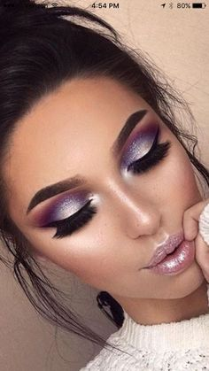 How To remove waterproof eyeliner? Make up eyes - If eyeliner and mascara are waterproof, this places special demands on your eye make-up remover. Purple Eye Makeup, Smokey Eye Makeup, Glam Makeup, Eyeshadow Makeup, Hair Makeup, Purple Makeup Looks, Purple Smokey Eye, Makeup Salon, Makeup Brushes
