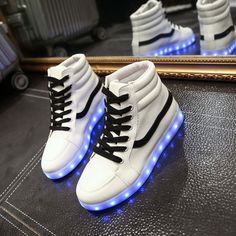 """Fashion couple luminous LED charging light sneaker CuteKawaiiHarajukuFashionClothing&AccessoriesWebsite.SponsorshipReview&AffiliateProgramopening!so fashionable and sweet, use this coupon code """"Fanniehuang"""" to get all 10% off"""