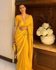 Trendy Sarees, Stylish Sarees, Fancy Sarees, Indian Bridal Outfits, Indian Designer Outfits, Saree Blouse Patterns, Saree Blouse Designs, Look Fashion, Indian Fashion