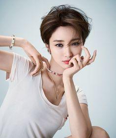 Go jun hee Kpop Short Hair, Asian Short Hair, Kpop Hair, Girl Short Hair, Short Hair Cuts, Pixie Hairstyles, Celebrity Hairstyles, Korean Beauty, Asian Beauty