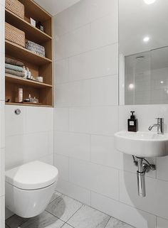 Hemnetgodis: Heleneborgsgatan 29 - Trendenser - Lilly is Love Bathroom Interior, Small Bathroom Makeover, Laundry In Bathroom, Bathroom Style, Toilet Room Decor, Bathroom Design Small, Tile Bathroom, Shower Room, Small Bathroom Decor