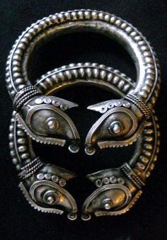 слоныMiao Hill Tribe (Hmong) Tribal Jewelry Elephant Cuff Bracelet