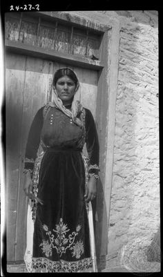 Old Pictures, Old Photos, Greek Traditional Dress, Old Greek, Greece Photography, Female Photographers, My Heritage, Central Asia, Photo Archive