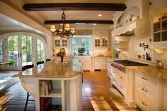 Traditional Kitchen Design, Pictures, Remodel, Decor and Ideas. I love the patio door in the back and the detail in the kitchen. New Kitchen, Kitchen Decor, Kitchen Layout, Kitchen Ideas, Warm Kitchen, Country Kitchen, Awesome Kitchen, Colonial Kitchen, Kitchen Trends