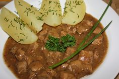 Pork with leek - Vepřové na pórku recept - TopRecepty. Czech Recipes, Ethnic Recipes, No Salt Recipes, Chana Masala, Stew, Mashed Potatoes, Food And Drink, Meat, Cooking