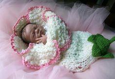 Este capullo de flor blanca estirable es hecho a mano de lana suave. Por favor, pregunte para diferentes colores o gemelos si están interesados.    Este