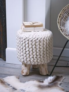 Small but perfectly formed with stylish eucalyptus wood legs and oversized chunky 100% wool knit; this lightweight decorative stool adds a touch of Scandi style to your living or sleeping space.