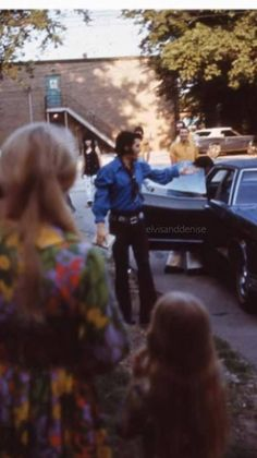 June 4,1970  - Elvis Arriving At RCA Studio B., Nashville - And Signing Autographs For Fans.