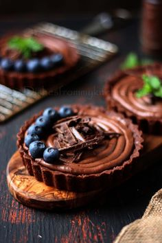 dishesfrommykitchen: eggless chocolate tartlets with 2 different fillings Mini Desserts, Just Desserts, Delicious Desserts, Yummy Food, Delicious Chocolate, Healthy Food, Tart Recipes, Sweet Recipes, Dessert Recipes