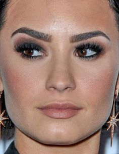demi lovato demi lovato makeup red carpet celebrity celebs celeb celebrities celebrityclose-up.com
