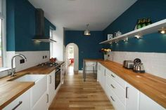 I love this colour - Wow! This 6 bedroom student house in Loughborough, Leicestershire is just fantastic. http://www.padsforstudents.co.uk/properties/details/?pId=82