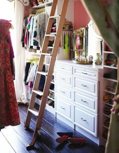 ladder in closet= lots of used space!