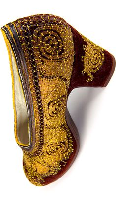 Vintage Shoe - Brown velvet - Golden thread embrodery - Turkey - 1940s