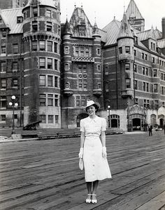 Quebec City - 1936 found photo vintage fashion style print woman in white dress day wear casual shoes hat purse Quebec Montreal, Old Quebec, Quebec City, Montreal Canada, Barbados, Jamaica, 1930s Fashion, Retro Fashion, Vintage Fashion