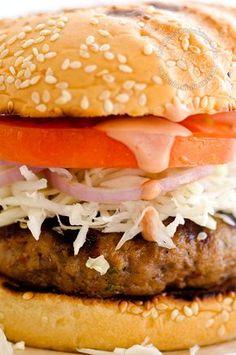 Receta Chimichurri - Hamburguesa Dominicana | La versión dominicana de la hamburguesa. Casi nunca se prepara en casa sino que se compra en puestos de chimis.