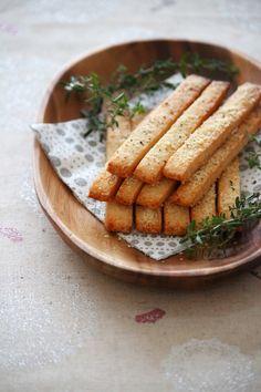 甘くない、塩味の効いたおつまみタイプのチーズクッキー。おやつだけじゃなく、お酒のおつまみとしても。