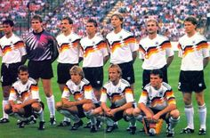 An das Spiel gegen Holland am 24. Juni 1990 im Giuseppe Meazza Stadion können sich sicher noch einige von Euch erinnern. Elf Helden (plus Karlheinz Riedle, der für Jürgen Klinsmann eingewechselt wurde) haben an diesem Achtelfinal-Spieltag einen Riesenschritt in Richtung WM-Titel gemacht