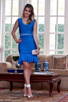 look da noite, Skazi, vestido bandagem vazado azul bic com babado, Analoren, sandália schutz tornozeleira (2)