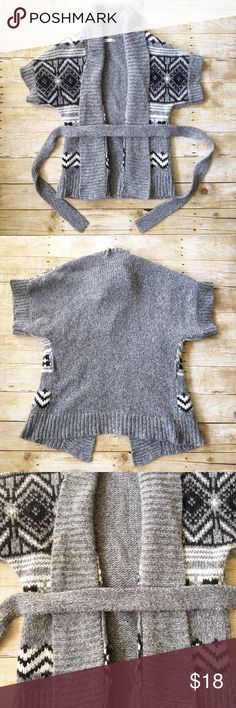 Gray/black belted thick cardigan Old Navy, S/P Beautifully stunning Old Navy short sleeve belted cardigan in a size small petite. In very good condition, no stains or holes. Hung up to dry. The designs really makes you pop out in a crowed! 39 % polyester, 35 % acrylic, 26 % wool. Has normal wool fuzziness. Length measures around 27 inches. If you have any questions, please don't hesitate to ask! Old Navy Sweaters Cardigans