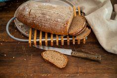 Odhryzla som si z chleba a hneď som vedela, že sa minie rýchlo. Robustnejší po raži, ale s nadýchanosťou od pšenice. Ražno - pšeničný chlieb sme si obľúbili Ale, Bread, Food, Basket, Ale Beer, Brot, Essen, Baking, Meals