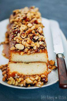 honey yogurt cake with caramelized nuts Pie Cake, No Bake Cake, Food Cakes, Cupcake Cakes, Cupcakes, Best Cake Ever, Bakery Kitchen, Light Cakes, Yogurt Cake