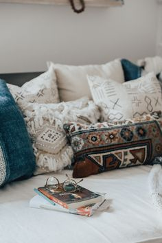 how to style a daybed #bedroom #home #decor