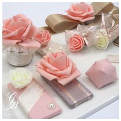 A chic light orange will exude simple elegance on your wedding day. Chocolate Wrapping, Chocolate Gift Boxes, Chocolate Favors, Chocolate Packaging, Chocolate Decorations, Chocolate Flowers Bouquet, Cute Wallpaper For Phone, Diy Gift Box, Candy Wrappers