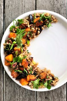 farro with california prunes, butternut squash & pecans - Jackie Newgent Healthy Soup, Healthy Snacks, Healthy Recipes, Vegetarian Recipes, Prune Recipes, Butternut Squash Cubes, Leafy Salad, Protein Fruit, Farro Salad