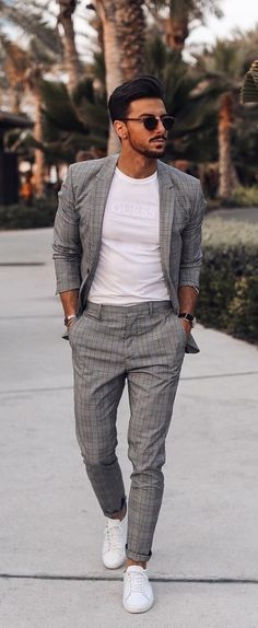 5 Must Have Suits For Men - grey suits The Effective Pictures We Offer You About kim kardashian Blazer Outfit A quality picture can tell you many things. You can find the most beautiful pictures that Outfit Hombre Formal, Formal Men Outfit, Outfits Hombre, Men Party Outfit, Stylish Mens Fashion, Mens Fashion Blog, Mens Fashion Suits, Mens Suits, Prom Mens Fashion