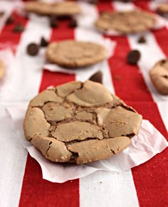 Melt-in-your-Mouth Chocolate Cookies, worth a try for Christmas? No Cook Desserts, Healthy Dessert Recipes, Gourmet Recipes, Cookie Recipes, Fun Foods To Make, Guittard Chocolate, Cookie Brownie Bars, Delicious Deserts, Galletas Cookies