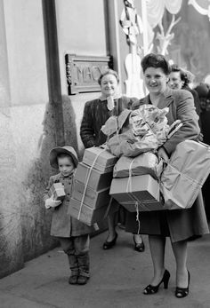 Macy's, NYC, Christmas eve, 1946. (Brown paper packages tied up with string)