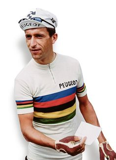 Tom Simpson 1966, in World Champion rainbow jersey.
