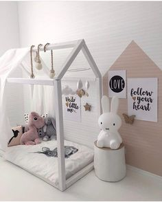 """Polubienia: 844, komentarze: 7 – Astrid (@miennasverden) na Instagramie: """"A dream room  for all little princesses  Beautiful styling by my dear Siv , you are so creative …"""""""