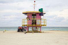 Leuke strandhuisjes! Gezellig gekleurd en lekker herkenbaar voor als je snel de weg kwijtraakt naar je badlaken.