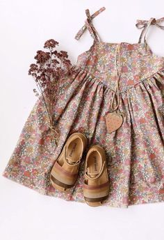 Cute Baby Dresses, Dresses Kids Girl, Kids Outfits, New Blouse Designs, Dress Neck Designs, Little Girl Fashion, Kids Fashion, Kids Dress Wear, Frocks For Girls