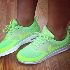 Neon green nike shoes<3        #cheap #nike #free