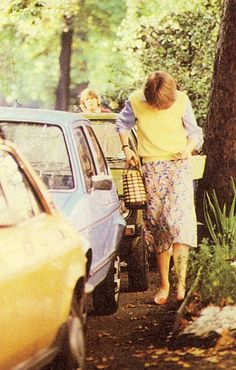 sept 2, 1980 Diana hides her face from paparazzi