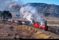 Net Photo: 3450 South African Railways 26 + at Bethlehem, South Africa by Alan John Crotty South African Railways, South Afrika, Asia, Railroad History, Rail Transport, Train Car, Steam Engine, Steam Locomotive, Train Station